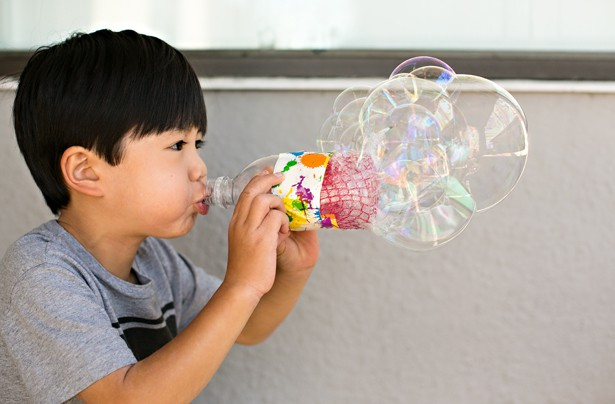 Những món đồ chơi chẳng tốn tiền mua, lại có ngay trong nhà mà đứa trẻ nào cũng mê tít - Ảnh 1.