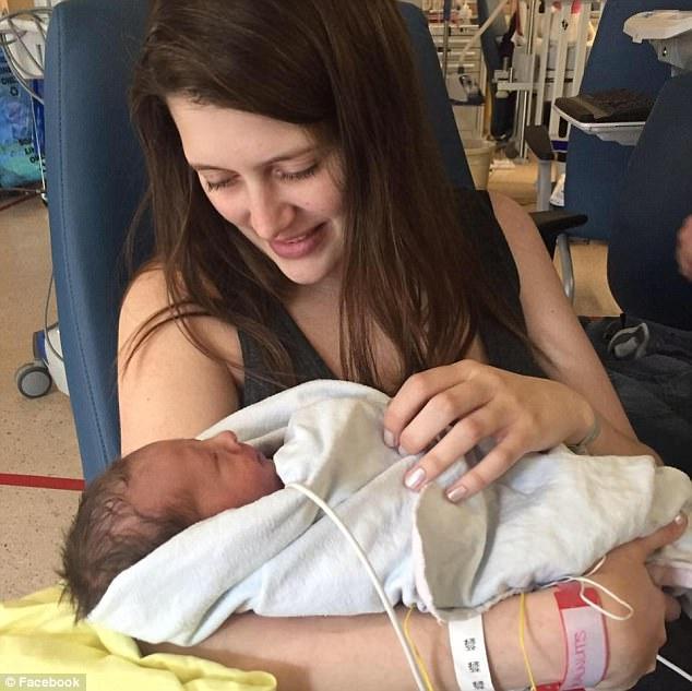 Ca phẫu thuật có một không hai trên thế giới: Phẫu thuật cho thai nhi dị tật tim khi còn nằm trong bụng mẹ - Ảnh 3.