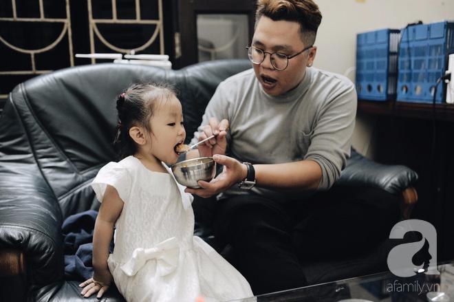 Trở thành bố đơn thân chỉ sau 1 năm kết hôn và đây là cách bố làm thay phần mẹ để yêu thương con - Ảnh 2.