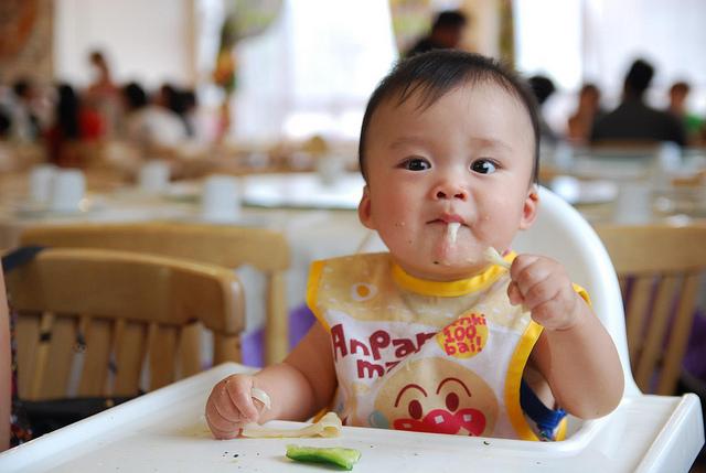 5 quan niệm sai lầm mà các mẹ hay mắc phải khi cho con tập ăn dặm - Ảnh 3.