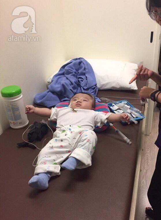 Vỡ òa hạnh phúc khi bé Phạm Đức Lộc đã mọc răng, đang tập lật - Ảnh 1.