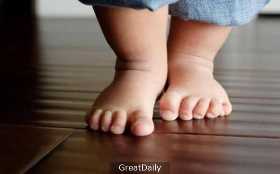 Mẹ trẻ mua giày rộng cho con để trừ hao, không ngờ lại hại cả đời con - Ảnh 4.