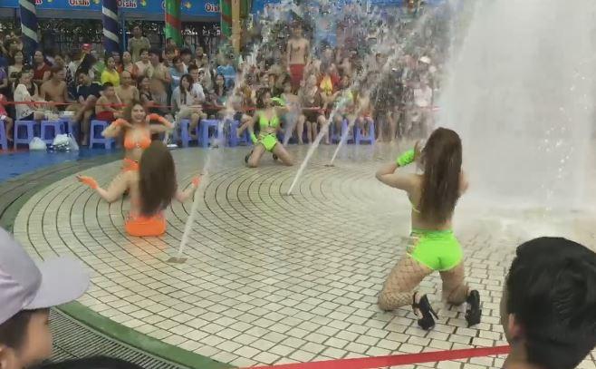 Công viên nước Đầm Sen bị phạt 45 triệu vụ vũ công mặc bikini múa phản cảm trước trẻ em - Ảnh 1.