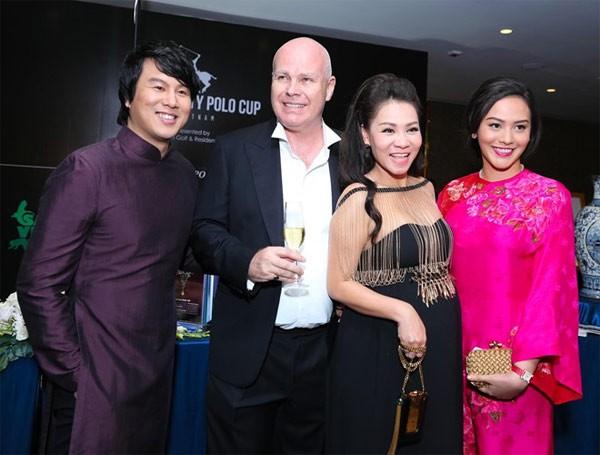 Những người vợ vừa giàu vừa giỏi đứng sau ánh hào quang của các nam nghệ sĩ Việt - Ảnh 25.