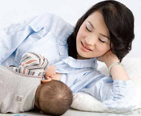 Quan niệm sai lầm khi chăm sóc mẹ và bé sau sinh cần thay đổi ngay - Ảnh 2.