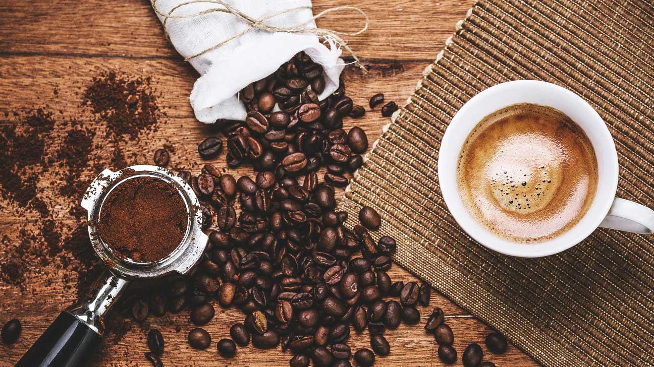 Cậu bé 16 tuổi đột tử vì uống đồ uống chứa caffeine: Chuyên gia nói gì về  tác hại của loại chất này?