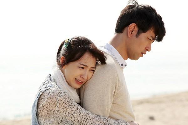 Chia tay nhau, bạn trai vẫn vui vẻ sống khỏe trong khi em thì quá đau đớn - Ảnh 1.