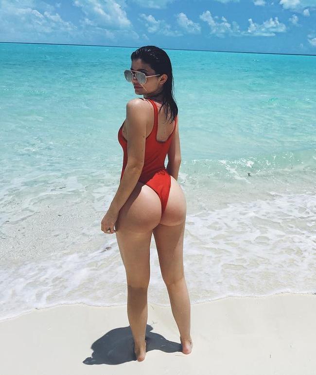 Không chỉ có sao ngoại, sao Việt cũng đang thi nhau diện kiểu áo bơi khoét hông cao sexy hết nấc - Ảnh 13.