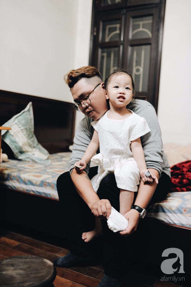 Trở thành bố đơn thân chỉ sau 1 năm kết hôn và đây là cách bố làm thay phần mẹ để yêu thương con - Ảnh 1.