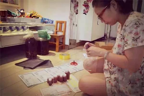 Bộ ảnh chân thực đến từng chi tiết phản ánh những góc khuất của nghề làm mẹ toàn thời gian - Ảnh 15.
