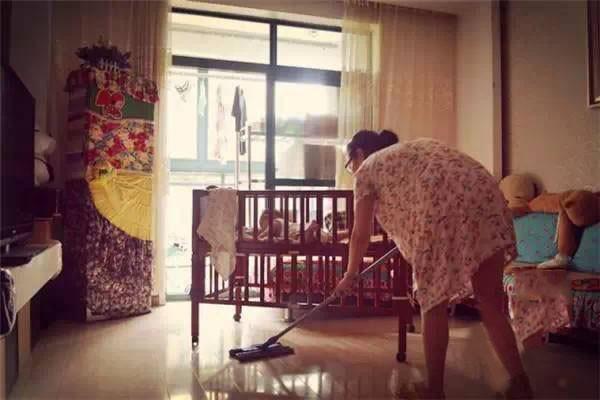 Bộ ảnh chân thực đến từng chi tiết phản ánh những góc khuất của nghề làm mẹ toàn thời gian - Ảnh 5.