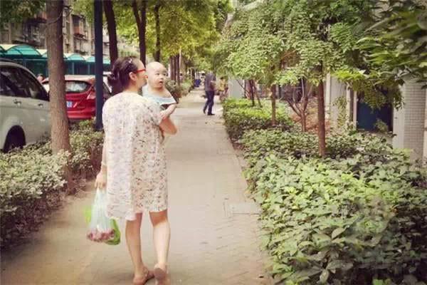 Bộ ảnh chân thực đến từng chi tiết phản ánh những góc khuất của nghề làm mẹ toàn thời gian - Ảnh 13.