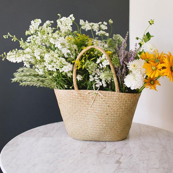 3 cách cắm hoa trang trí nhà đẹp từ những vật dụng thường ngày - Ảnh 4.
