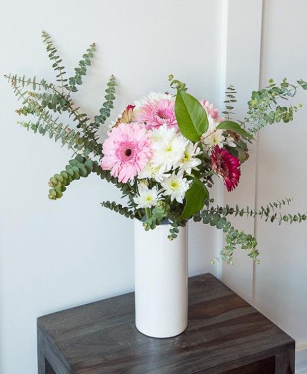 3 cách cắm hoa trang trí nhà đẹp từ những vật dụng thường ngày - Ảnh 9.