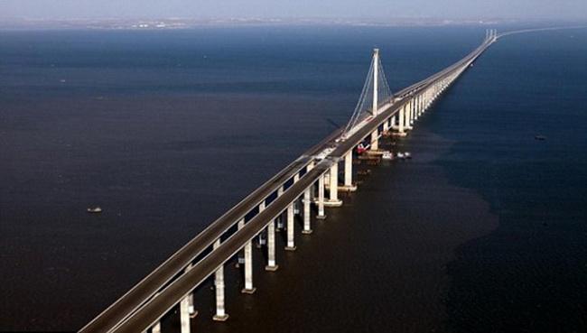 Chiêm ngưỡng những cây cầu độc đáo nhất thế giới - Ảnh 4.