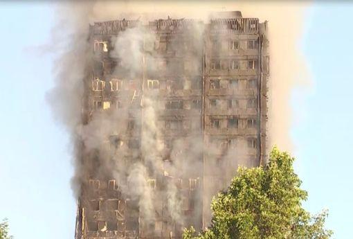 Hình ảnh tòa nhà 27 tầng trơ trụi, đen thui sau khi ngọn lửa được kiểm soát - Ảnh 3.