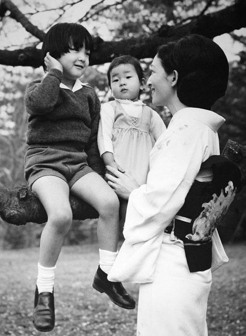 Chuyện làm dâu trong muôn trùng hà khắc của Hoàng hậu có xuất thân thường dân đầu tiên của Nhật Bản - Ảnh 12.