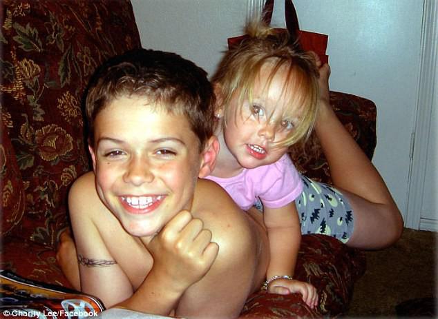Cậu bé 13 tuổi đâm chết em gái 4 tuổi bằng 17 nhát dao lạnh lùng, lý do khiến bà mẹ bủn rủn chân tay - Ảnh 1.