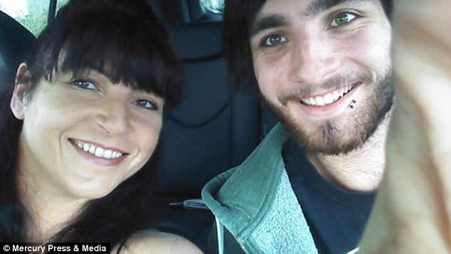 Đọc tin nhắn của con, người mẹ thấy bất an liền báo cảnh sát và 1 tiếng sau phát hiện con treo cổ tự tử - Ảnh 7.