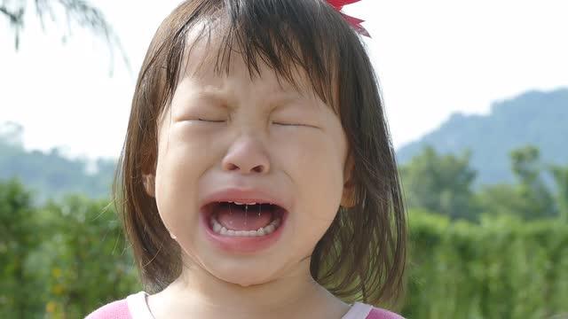 Đây là cách dỗ con nín khóc sai lầm mà cứ 10 mẹ thì tới 9 mẹ mắc phải - Ảnh 1.