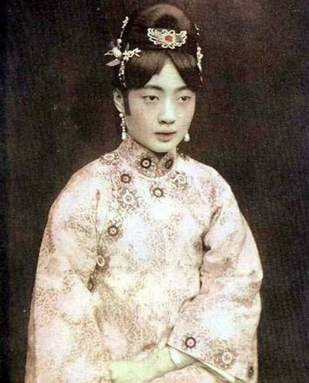 Số phận bi thảm của vị hoàng hậu Trung Hoa phong kiến cuối cùng: chồng dụ hút thuốc phiện, chết cô độc trong trại giam - Ảnh 3.