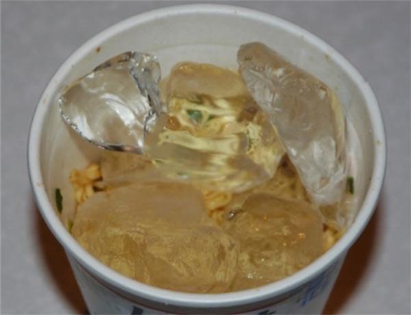 Mẹ không cho ăn mì vì nóng, thanh niên ngang nhiên bỏ thạch sương sa vào ăn để giải nhiệt - Ảnh 17.