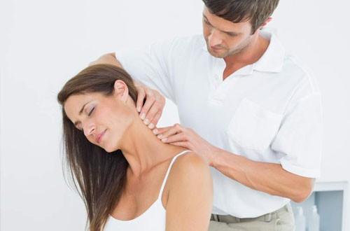 Muốn chia tay bệnh đau cổ vai gáy, đây là cách phòng chữa có thể tự làm tại nhà - Ảnh 1.