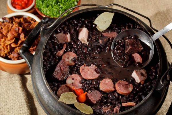 Những món ăn, bài thuốc vừa ngon vừa bổ lại giúp làm đẹp da từ đậu đen - Ảnh 3.