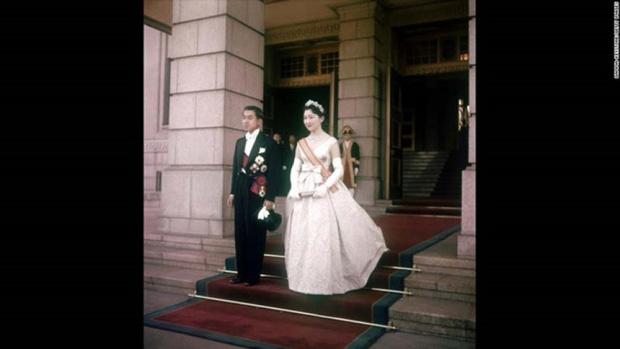 Chuyện làm dâu trong muôn trùng hà khắc của Hoàng hậu có xuất thân thường dân đầu tiên của Nhật Bản - Ảnh 7.