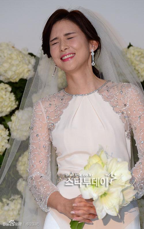Đám cưới sao nữ hàng đầu Hàn Quốc, người rót tiền tỷ người chọn giản dị đơn sơ - Ảnh 10.