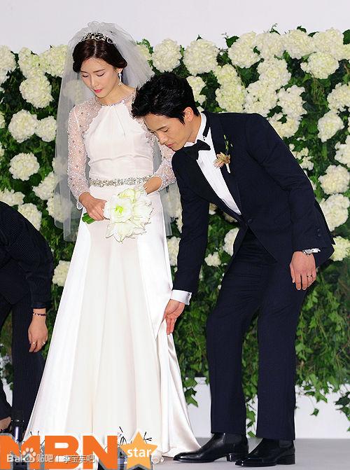 Đám cưới sao nữ hàng đầu Hàn Quốc, người rót tiền tỷ người chọn giản dị đơn sơ - Ảnh 9.
