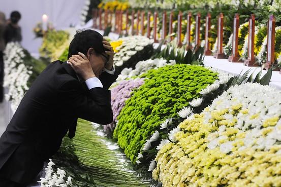 Đẫm nước mắt bức thư của chàng trai gửi người bạn gái thiệt mạng trong thảm kịch chìm phà Sewol - Ảnh 2.