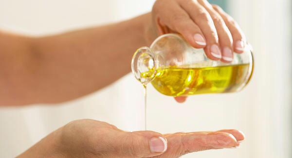 """Mỗi ngày dùng vài giọt """"vàng lỏng"""" này khi tắm, da chỉ có gọi là trắng mịn như bông bưởi - Ảnh 1."""