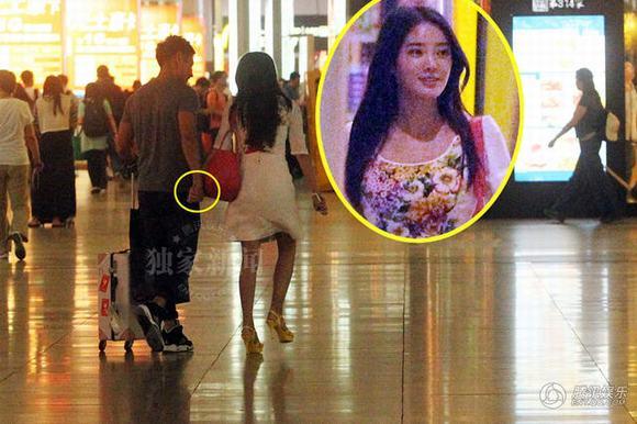 Vợ vừa rời đi, chồng người đẹp Cung tỏa tâm ngọc gọi 2 cô gái tới khách sạn vui vẻ - Ảnh 7.
