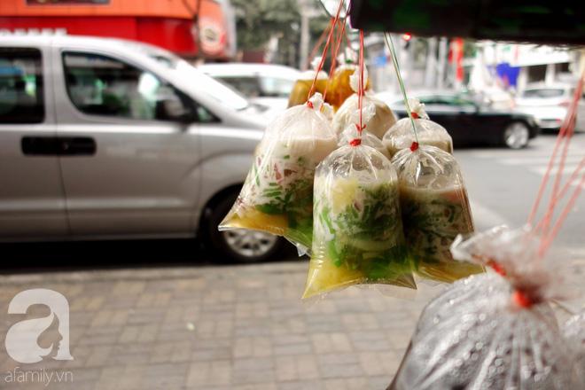 Chiều mát rượi đi ăn chè 22 món, nghe cô Lộc kể chuyện hơn 40 năm giữ xe chè chỉ để... trả ơn Sài Gòn - Ảnh 17.