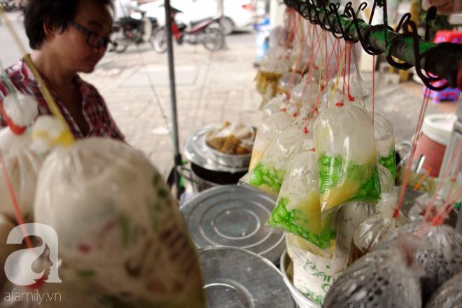 Chiều mát rượi đi ăn chè 22 món, nghe cô Lộc kể chuyện hơn 40 năm giữ xe chè chỉ để... trả ơn Sài Gòn - Ảnh 10.