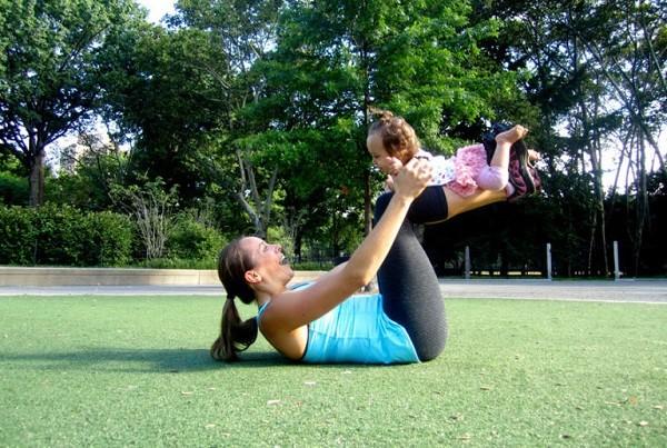 Gợi ý những trò chơi hữu ích cho trẻ từ sơ sinh đến 6 tháng tuổi - Ảnh 2.