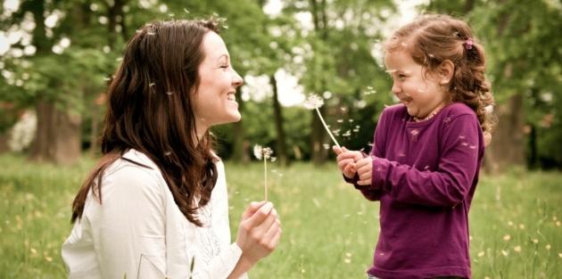 Chỉ làm 2 việc đơn giản này, cha mẹ sẽ khiến trẻ hạnh phúc hơn - Ảnh 2.
