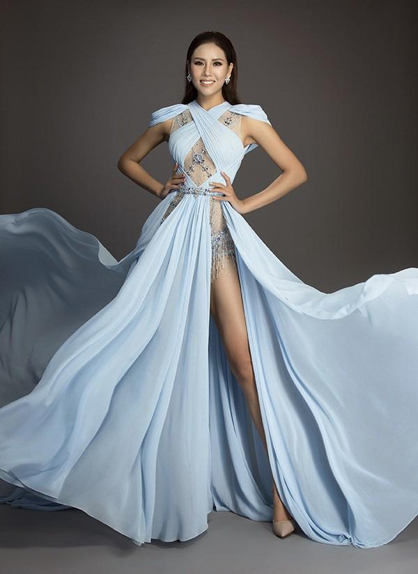 Cùng diện thiết kế váy khoét sâu xẻ cao này, nhưng không một ai duyên dáng được như Huyền My - Ảnh 2.