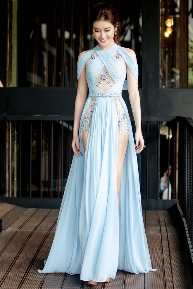Cùng diện thiết kế váy khoét sâu xẻ cao này, nhưng không một ai duyên dáng được như Huyền My - Ảnh 3.