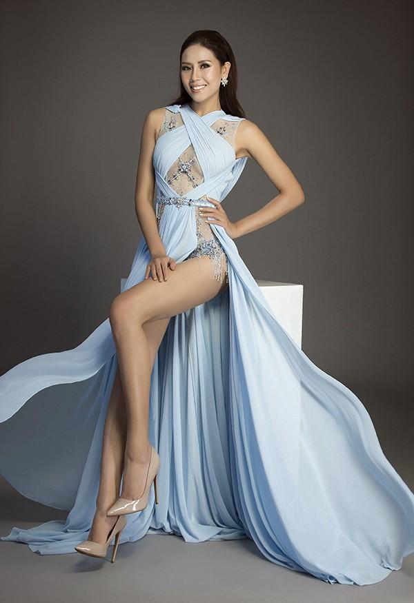 Cùng diện thiết kế váy khoét sâu xẻ cao này, nhưng không một ai duyên dáng được như Huyền My - Ảnh 1.
