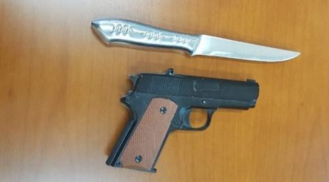 Nữ nhân viên y tế bản lĩnh, không khóc lóc van xin dù bị thanh niên dùng súng khống chế làm con tin - Ảnh 3.