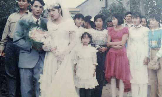 Đám cưới chất chơi thời bố mẹ anh thập niên 90: Pháo nổ râm ran, cả làng chạy theo cô dâu chú rể - Ảnh 27.