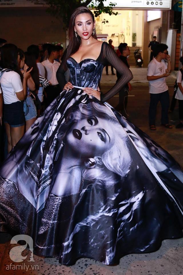 Võ Hoàng Yến mặc váy in chân dung chính mình trên thảm đỏ Next Top Model - Ảnh 2.