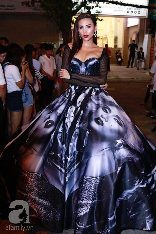 Võ Hoàng Yến mặc váy in chân dung chính mình trên thảm đỏ Next Top Model - Ảnh 3.