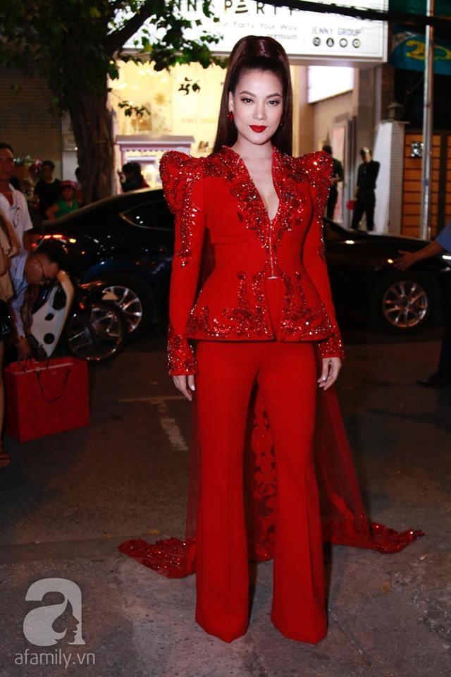 Võ Hoàng Yến mặc váy in chân dung chính mình trên thảm đỏ Next Top Model - Ảnh 4.