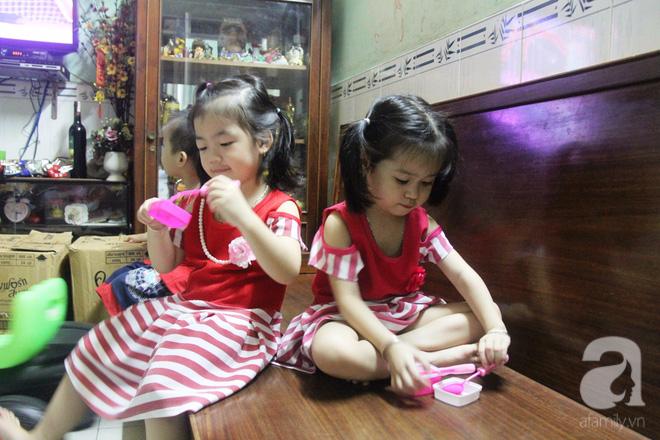 Cuộc sống tất bật, xoay như chong chóng của mẹ trẻ Sài Gòn sinh 1 lần được hẳn 5 con, nếp tẻ đủ cả - Ảnh 10.