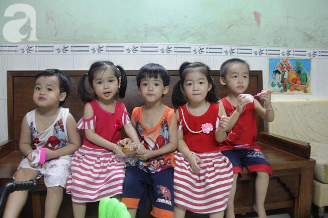 Cuộc sống tất bật, xoay như chong chóng của mẹ trẻ Sài Gòn sinh 1 lần được hẳn 5 con, nếp tẻ đủ cả - Ảnh 18.