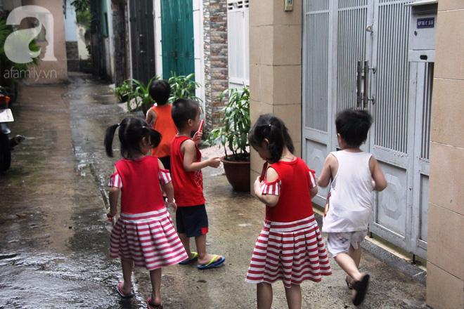 Cuộc sống tất bật, xoay như chong chóng của mẹ trẻ Sài Gòn sinh 1 lần được hẳn 5 con, nếp tẻ đủ cả - Ảnh 9.