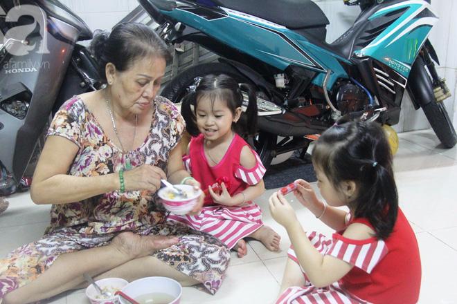 Cuộc sống tất bật, xoay như chong chóng của mẹ trẻ Sài Gòn sinh 1 lần được hẳn 5 con, nếp tẻ đủ cả - Ảnh 4.